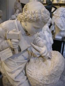 Michelangelo fanciullo che scolpisce la testa di Fauno